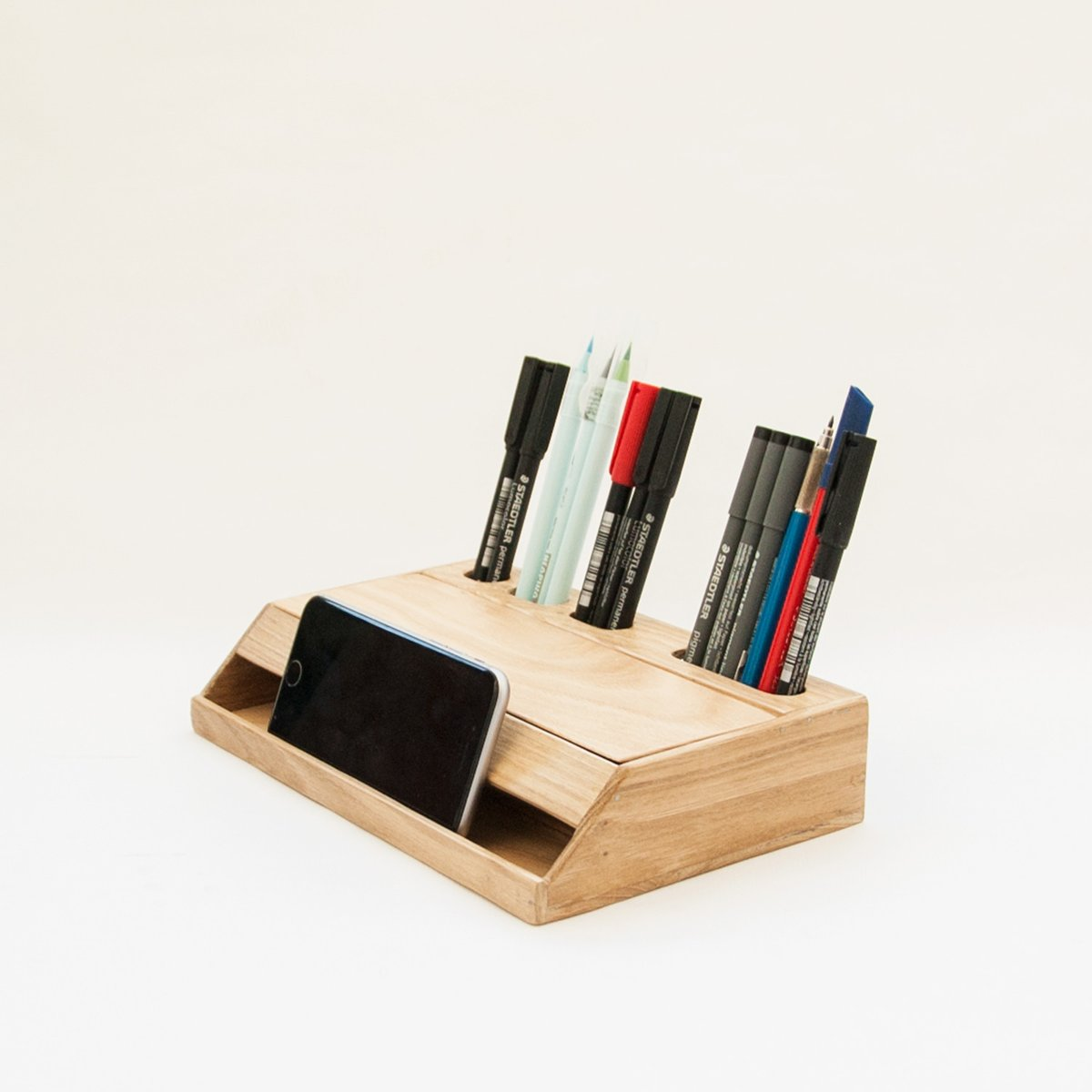 handgemachter estuche schreibtisch organizer und smartphone halter aus holz von rafael fern ndez. Black Bedroom Furniture Sets. Home Design Ideas