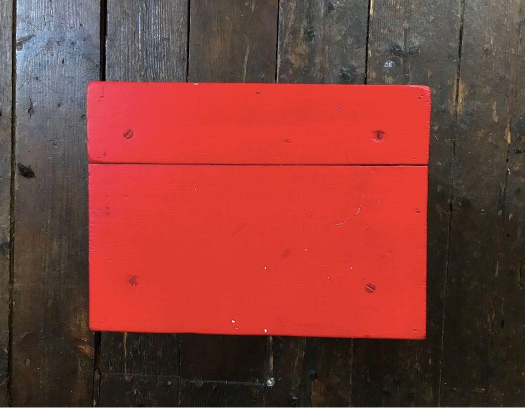 Sgabello da mungitura vintage rosso fatto a mano in vendita su pamono