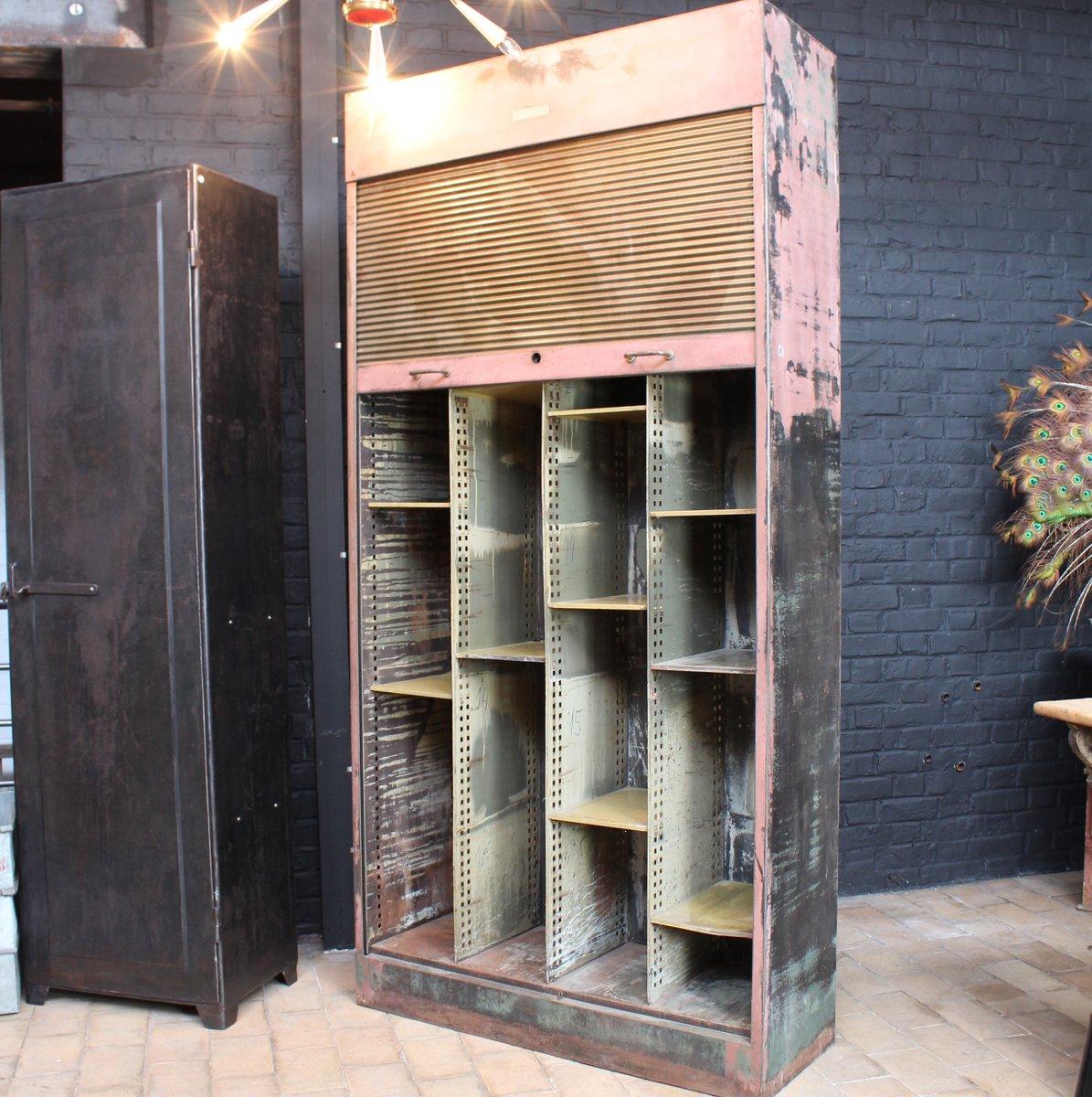 armoire vintage industrielle avec rideau m tallique 1940s en vente sur pamono. Black Bedroom Furniture Sets. Home Design Ideas