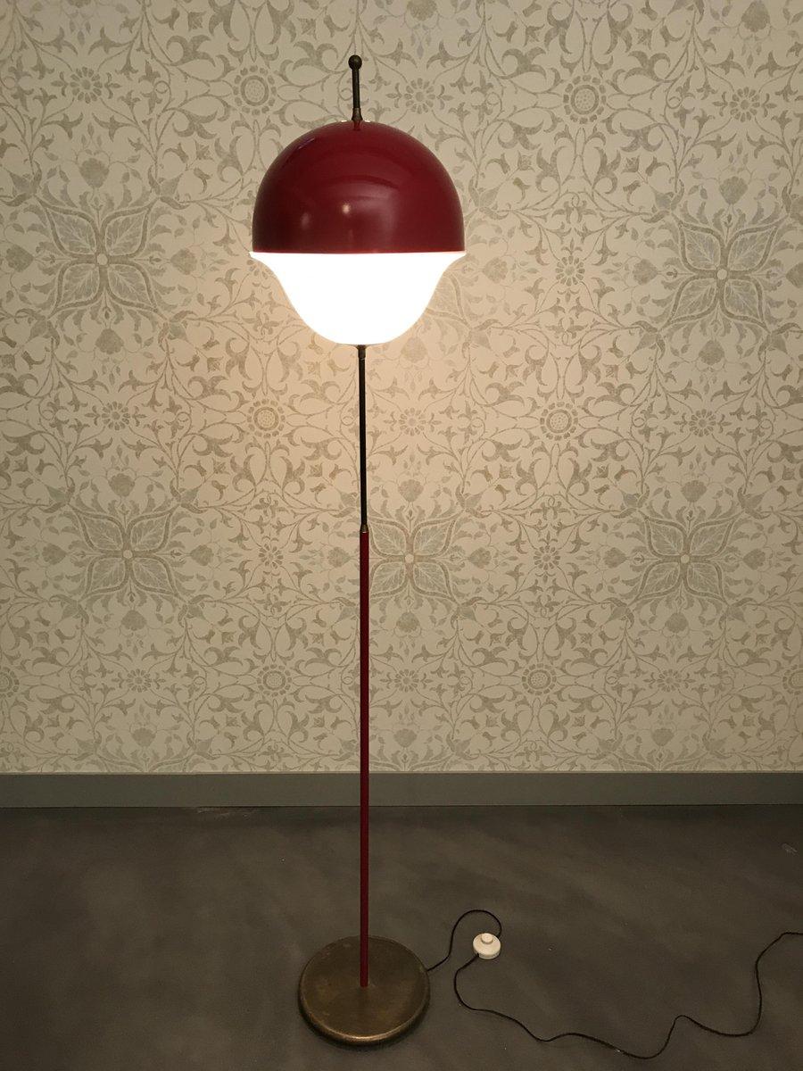 Rot lackierte Vintage Stehlampe aus Metall mit Methacrylat-Leuchte