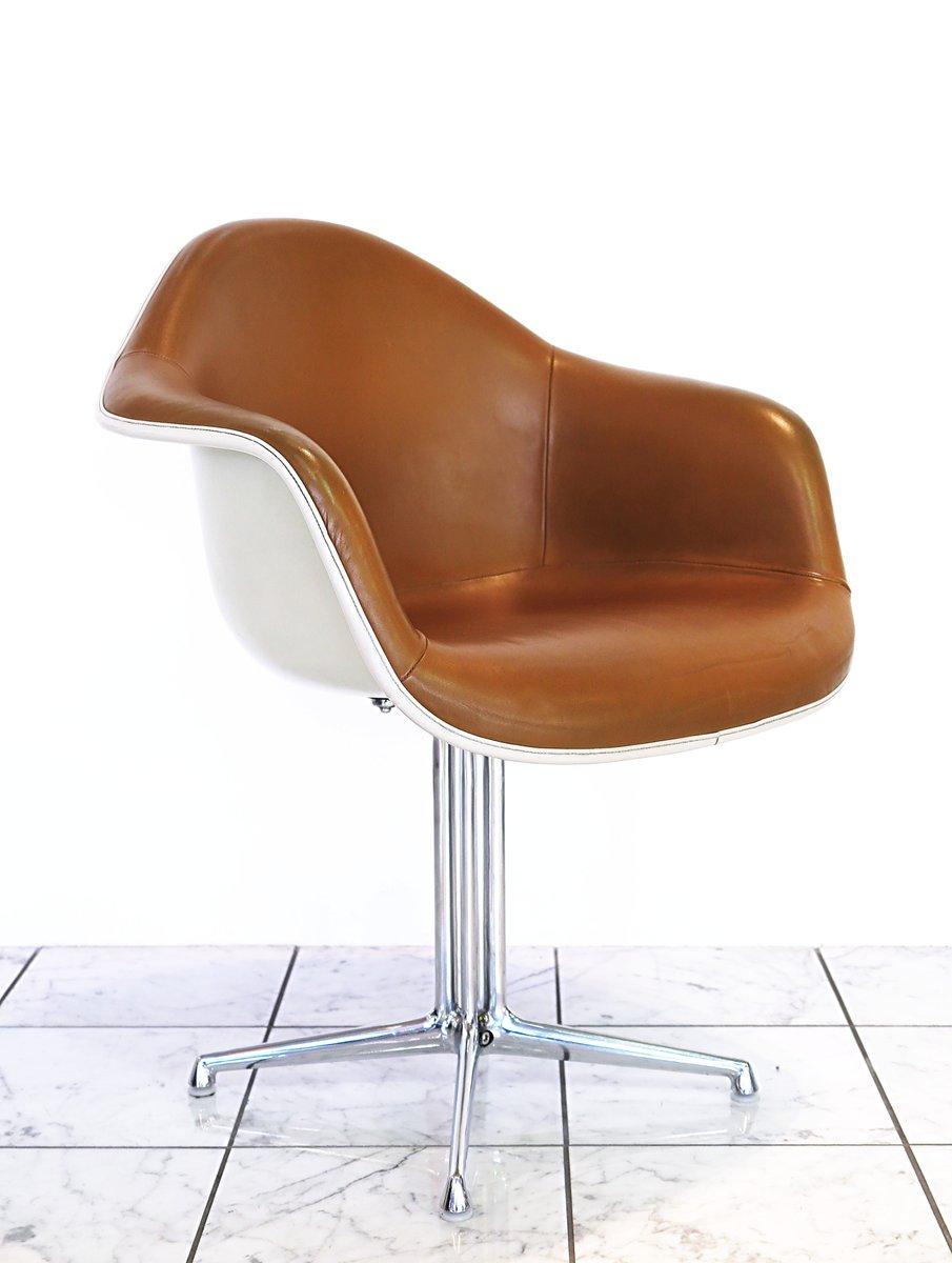 fiberglas leder stuhl von charles ray eames f r herman miller bei pamono kaufen. Black Bedroom Furniture Sets. Home Design Ideas
