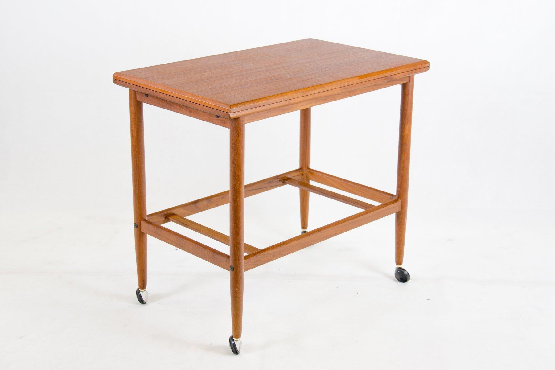 teak servierwagen mit herausnehmbaren tablett von dyrlund 1950er bei pamono kaufen. Black Bedroom Furniture Sets. Home Design Ideas