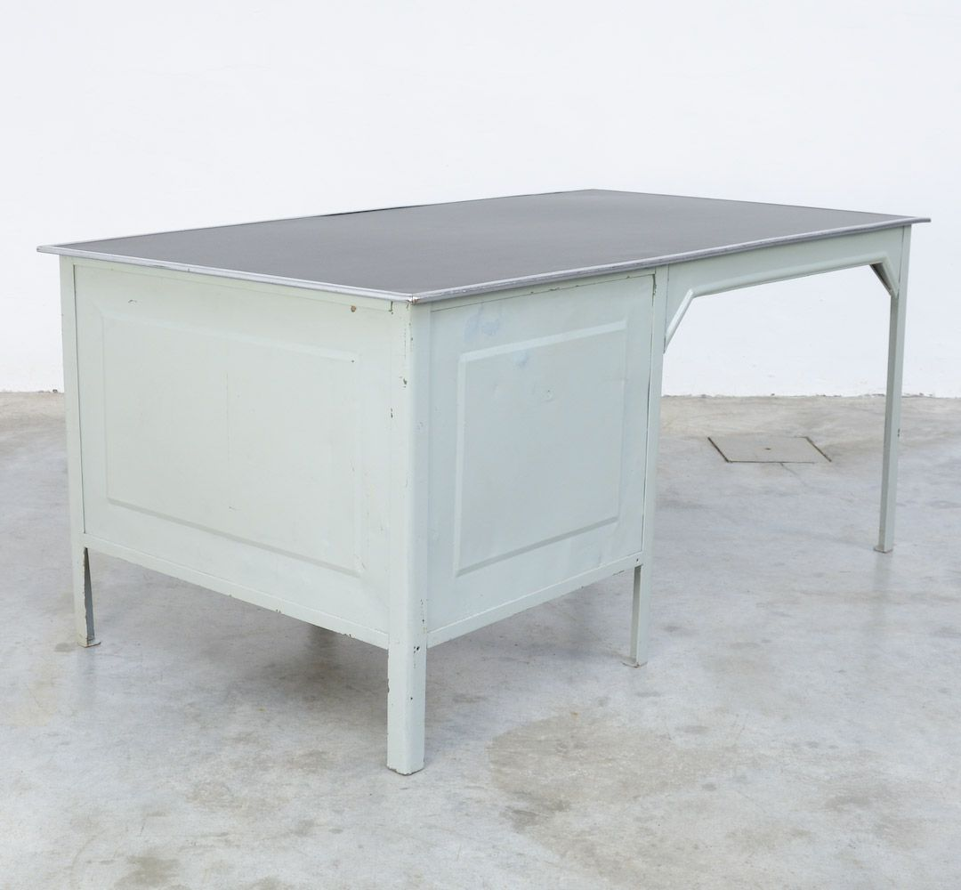 bureau vintage industriel en m tal par otto kind en vente sur pamono. Black Bedroom Furniture Sets. Home Design Ideas