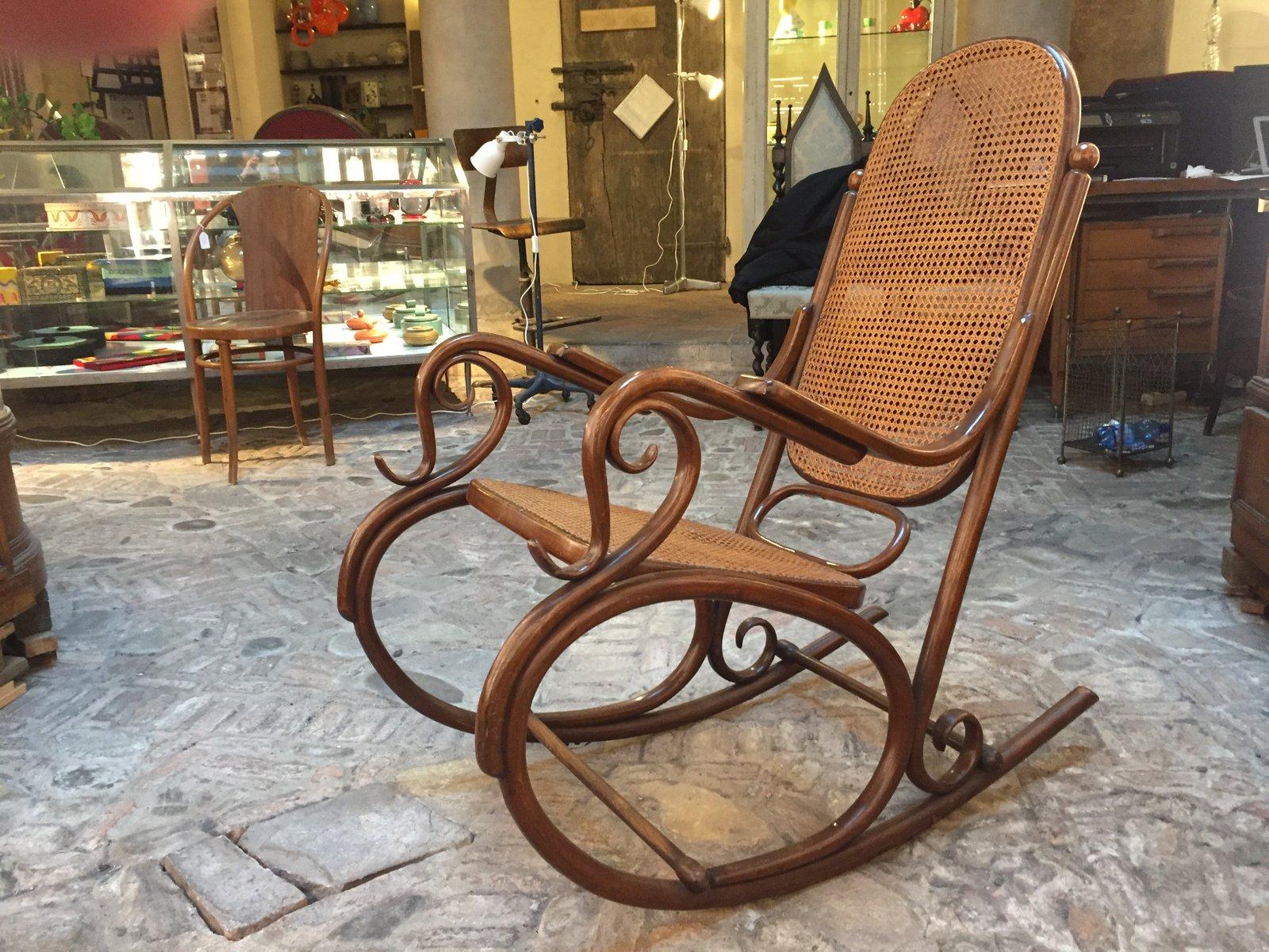 Sedia a dondolo antico di thonet in vendita su pamono - Sedia a dondolo prezzo ...