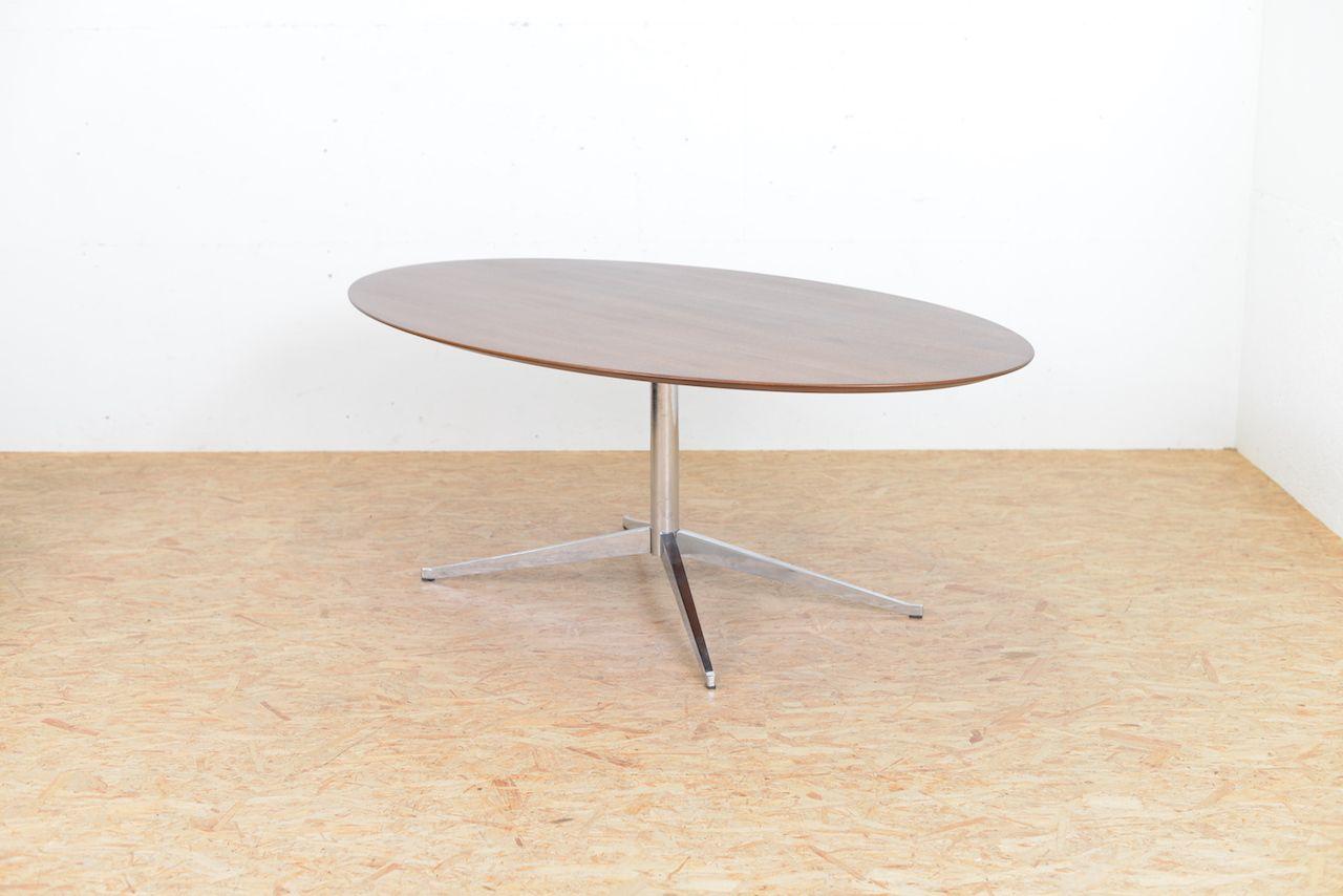 table ovale en contreplaqu de noyer par florence knoll pour knoll 1961 en vente sur pamono. Black Bedroom Furniture Sets. Home Design Ideas