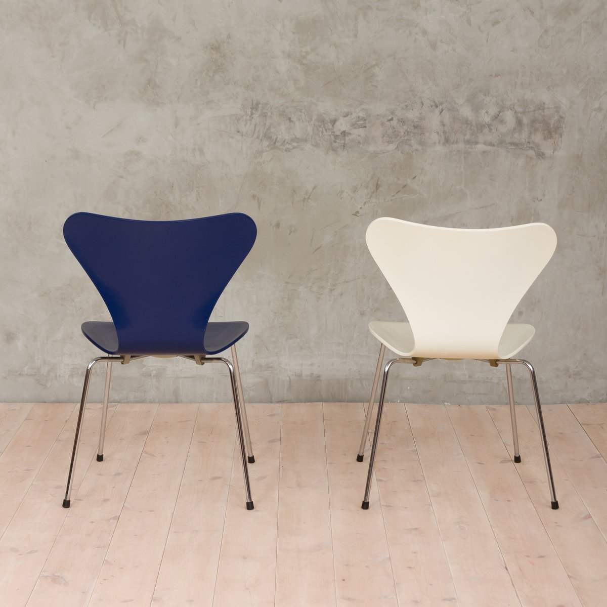 3107 chairs by arne jacobsen for fritz hansen 1980s set of 2 for sale at pamono. Black Bedroom Furniture Sets. Home Design Ideas