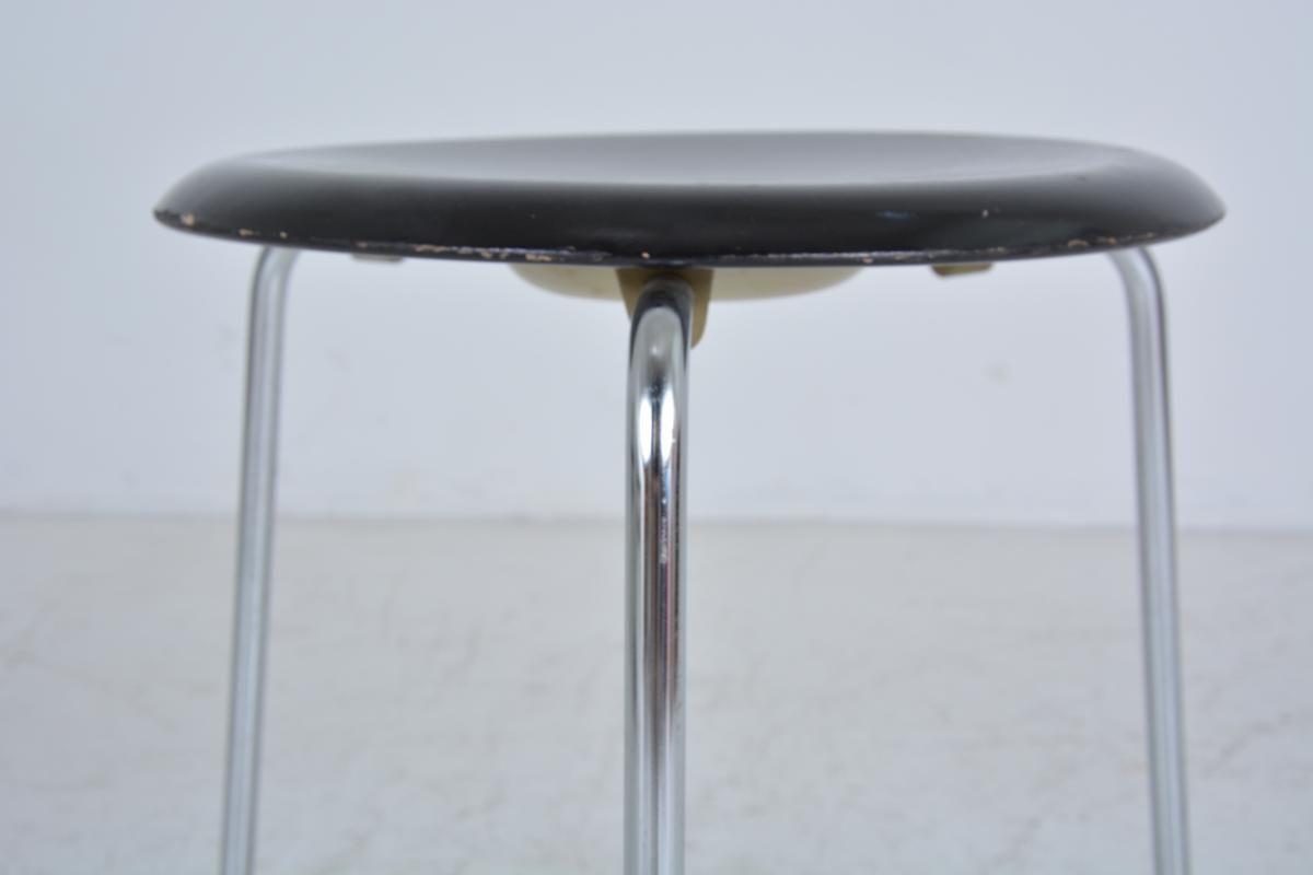 vintage tripod stool by arne jacobsen for fritz hansen for sale at pamono. Black Bedroom Furniture Sets. Home Design Ideas