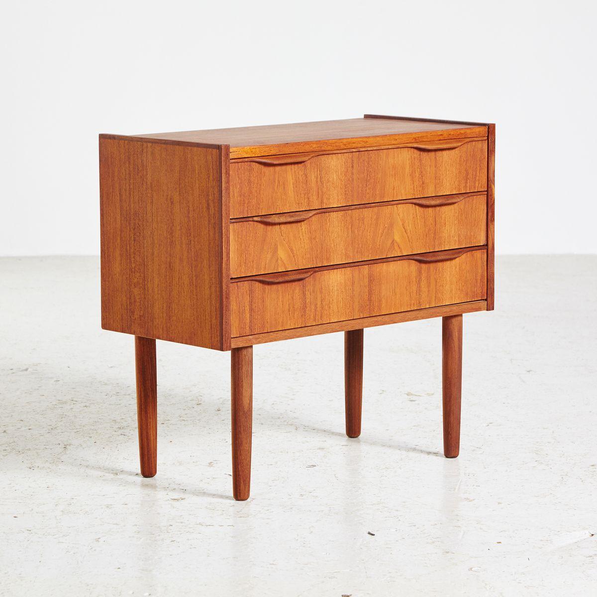 kleine d nische vintage teak kommode 1960er bei pamono kaufen. Black Bedroom Furniture Sets. Home Design Ideas