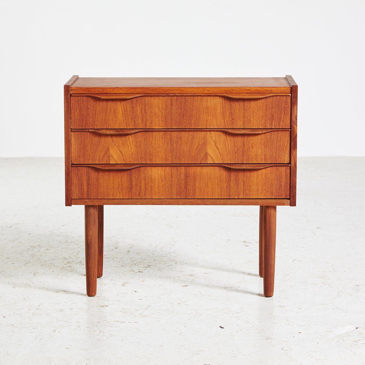 kleine d nische vintage teak kommode 1960er bei pamono kaufen. Black Bedroom Furniture Sets. Home Design Ideas