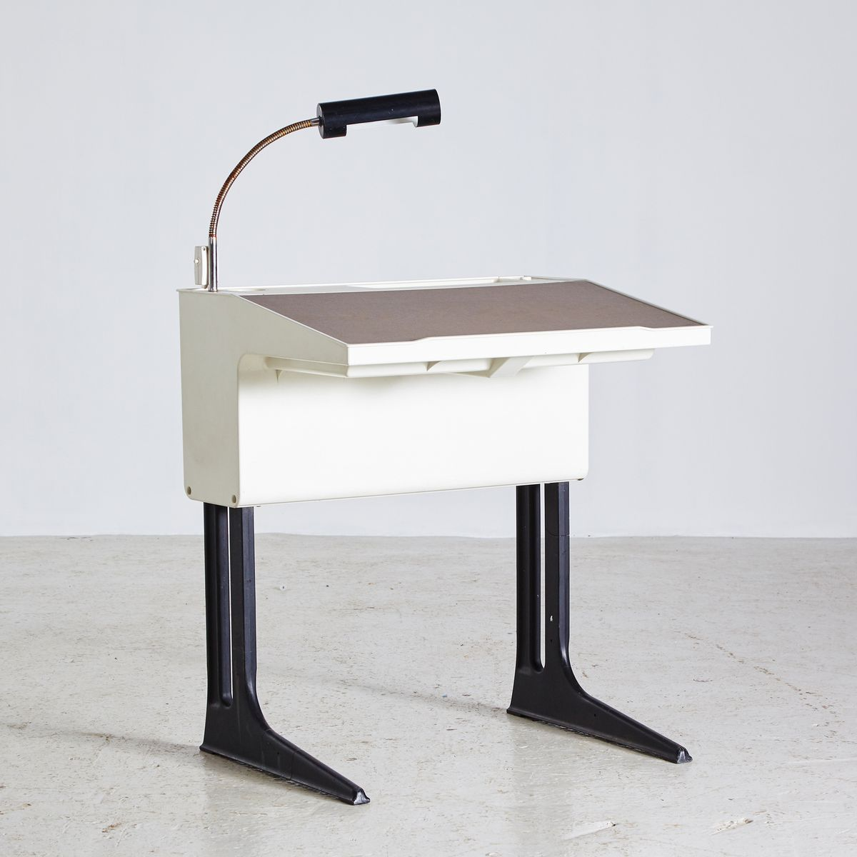 deutscher schreibtisch von luigi colani f r fl totto 1970er bei pamono kaufen. Black Bedroom Furniture Sets. Home Design Ideas