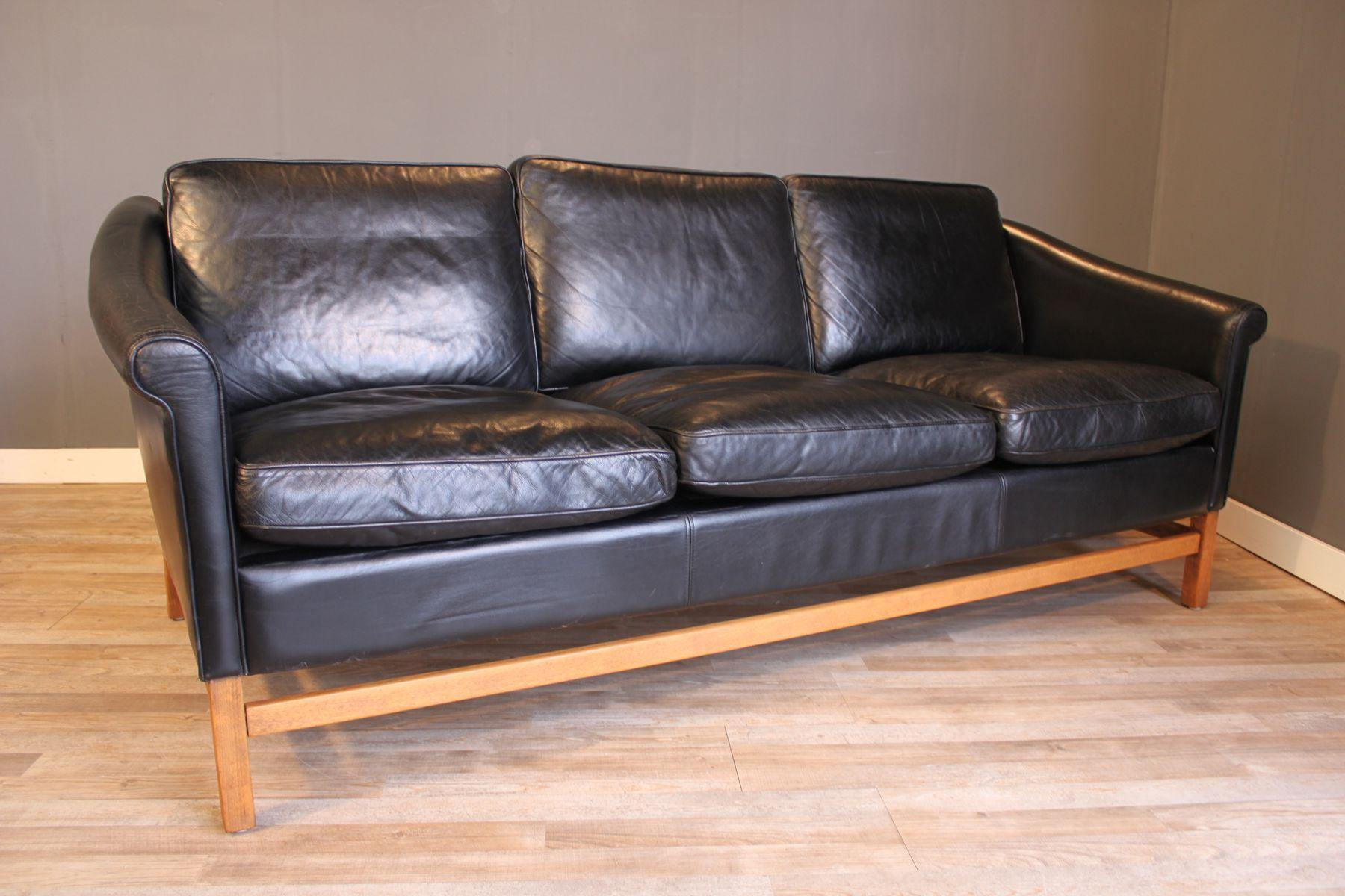 schwarzes leder 3 sitzer sofa mit buche gestell von stouby 1970er bei pamono kaufen. Black Bedroom Furniture Sets. Home Design Ideas