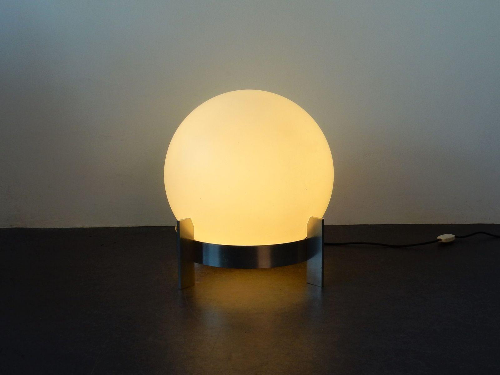 Grosse Mid Century Opalglas Lampe Auf Aluminum Fuss Bei Pamono Kaufen