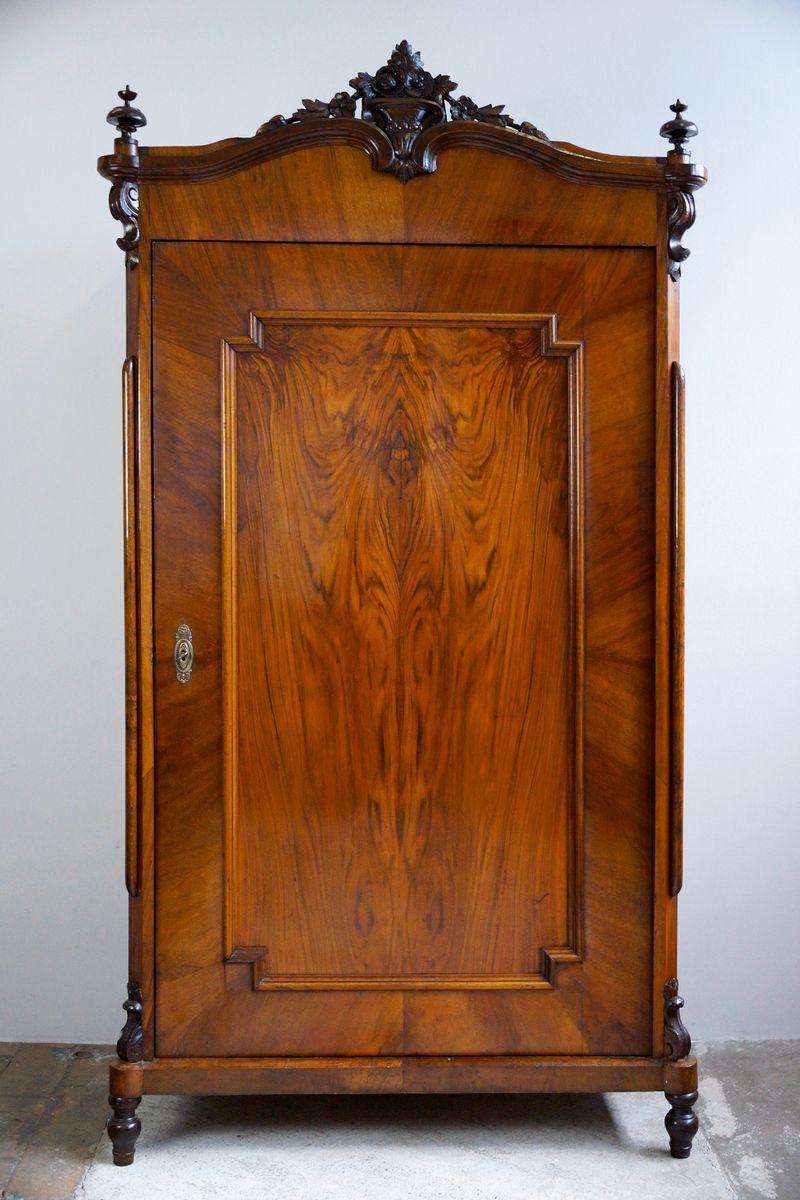 Kleiderschrank mit Tür und Nussholz Furnier im Stil von Louis Philippe...