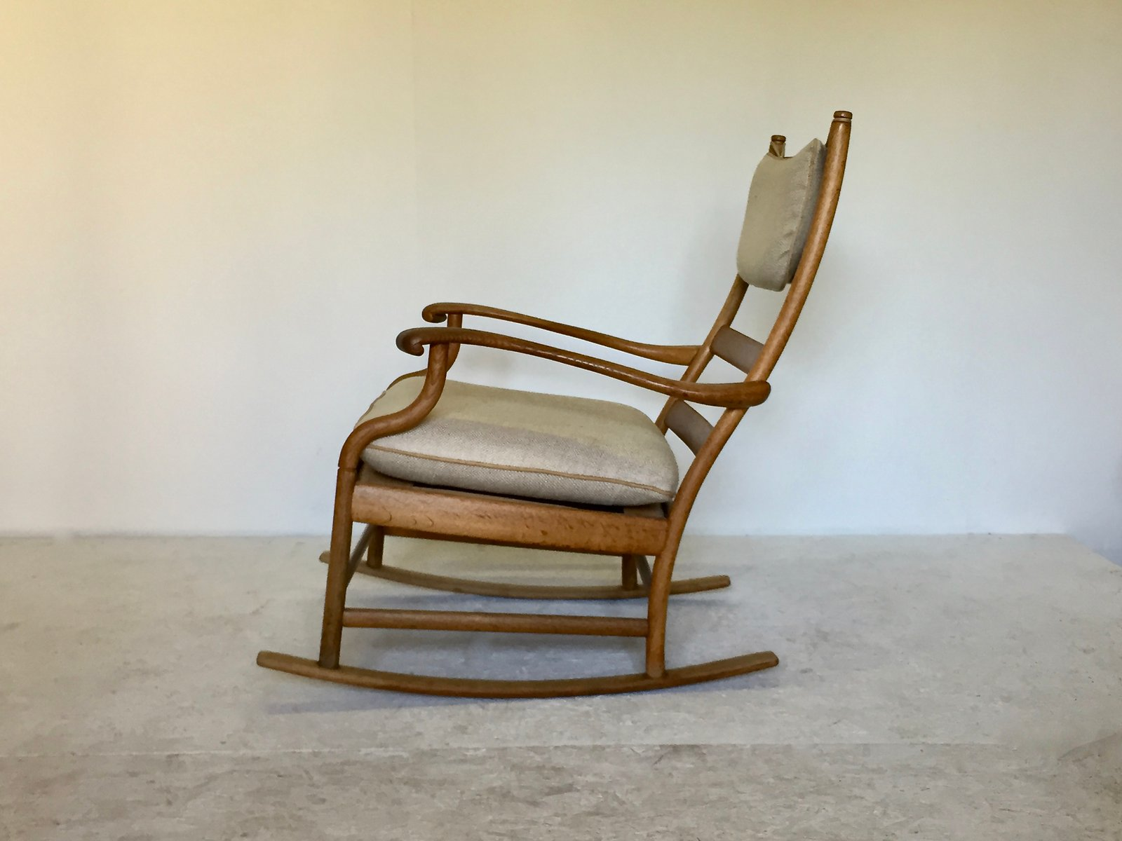 rocking chair scandinave en ch ne 1950s en vente sur pamono. Black Bedroom Furniture Sets. Home Design Ideas