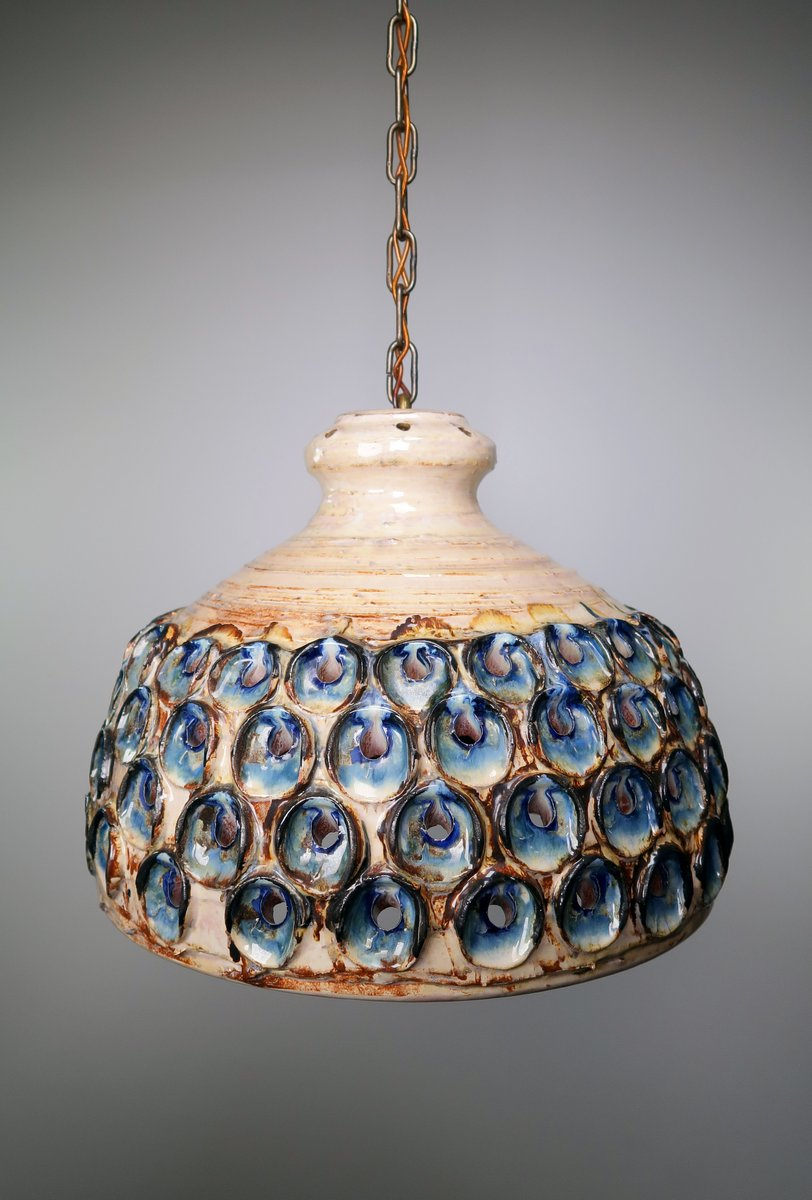Große dänische handgearbeitete Keramik Hängeleuchte mit blauer und ros...