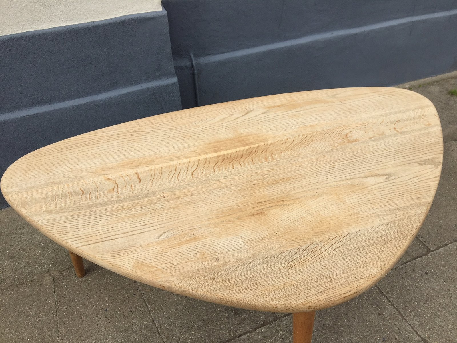 MidCentury Triangular Solid Oak Coffee Table S For Sale At Pamono - Mid century triangle coffee table