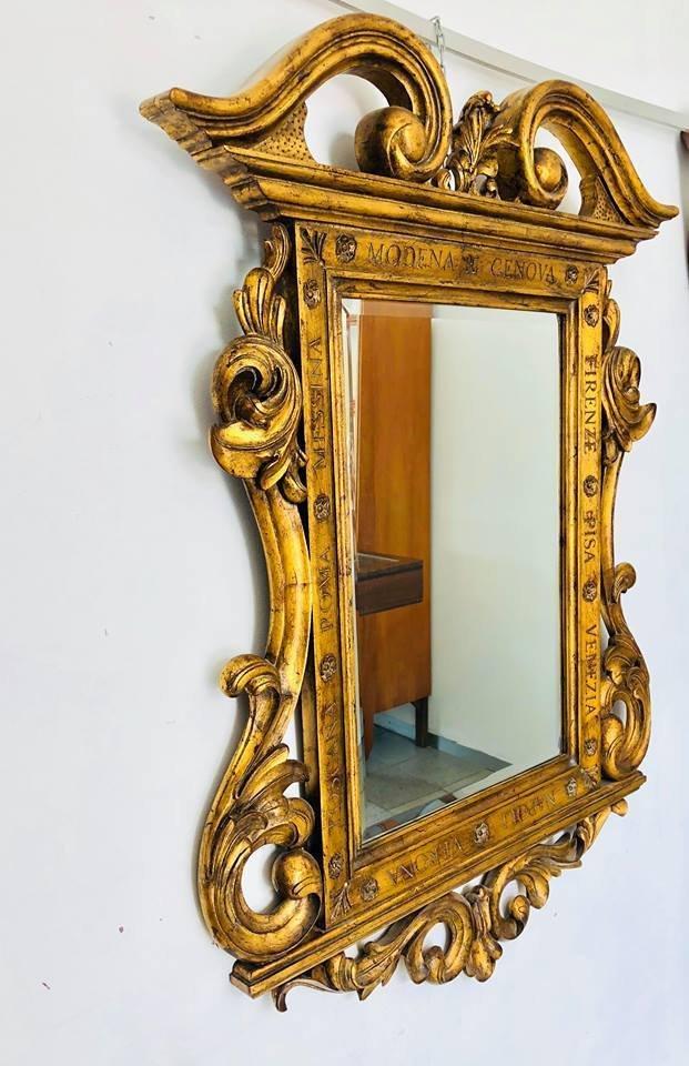 Antiker spiegel mit geschnitztem holzrahmen bei pamono kaufen - Alter spiegel mit holzrahmen ...