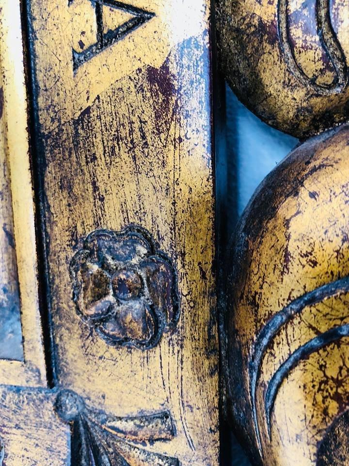 Antiker Spiegel mit geschnitztem Holzrahmen bei Pamono kaufen