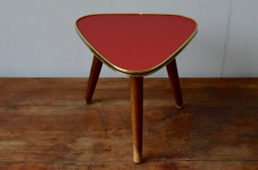 table d 39 appoint vintage tr pied rouge en vente sur pamono. Black Bedroom Furniture Sets. Home Design Ideas