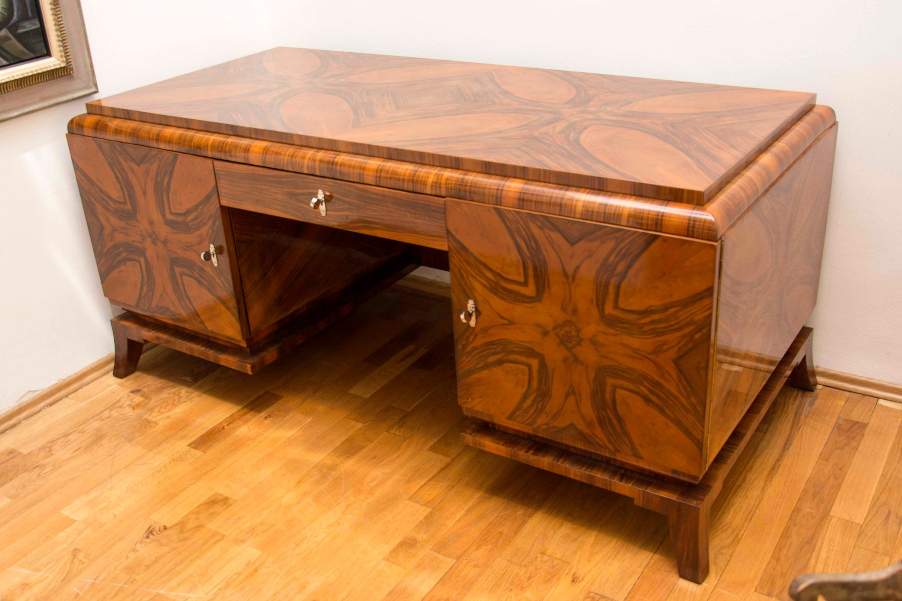 bureau art deco en noyer massif 1930s en vente sur pamono. Black Bedroom Furniture Sets. Home Design Ideas