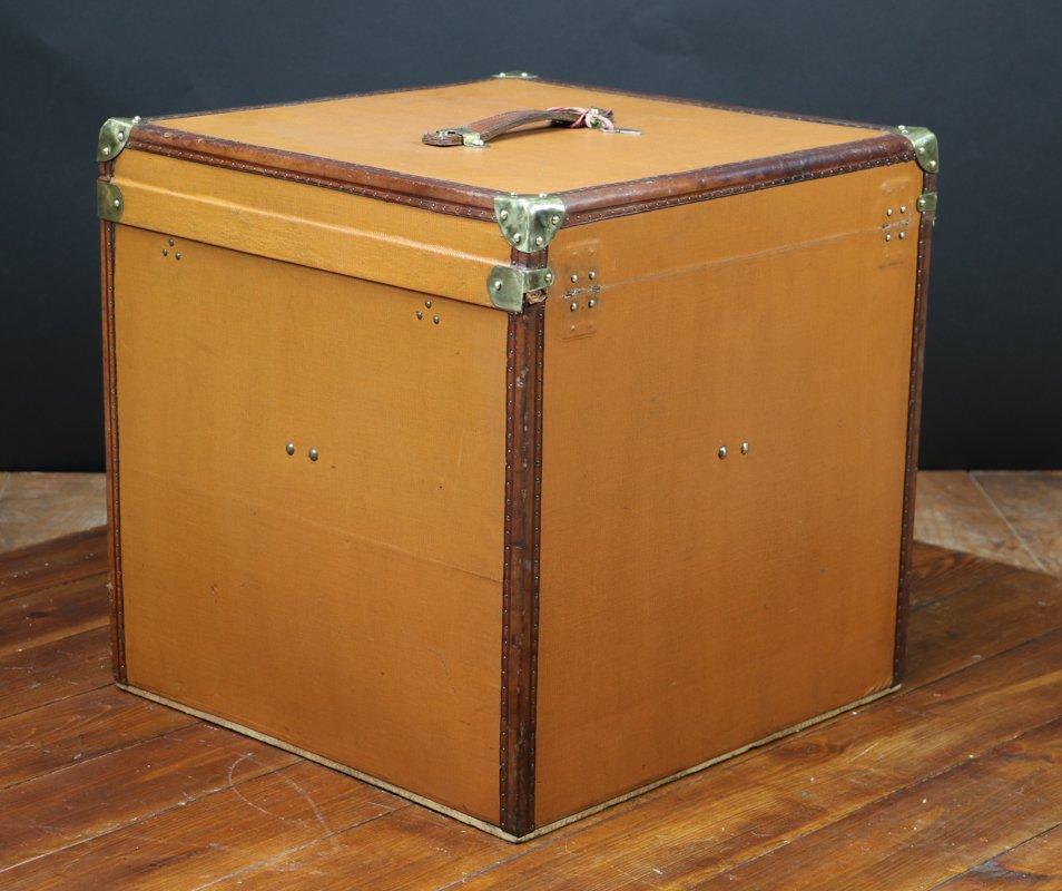 flache truhe f r damenh te 1920er bei pamono kaufen. Black Bedroom Furniture Sets. Home Design Ideas