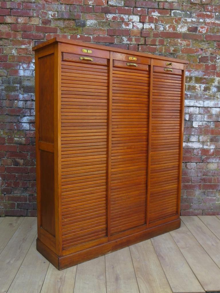 industrieller mid century eichenholz schrank mit rollt ren bei pamono kaufen. Black Bedroom Furniture Sets. Home Design Ideas
