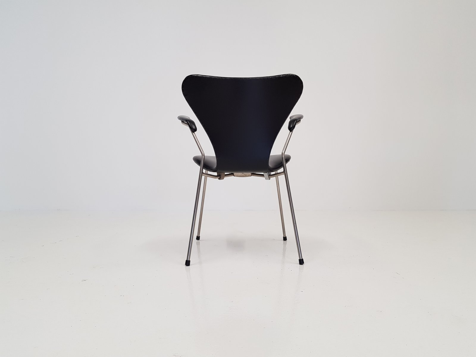Modell 3207 Serie 7 Armlehnstuhl In Kunstleder Von Arne Jacobsen Für