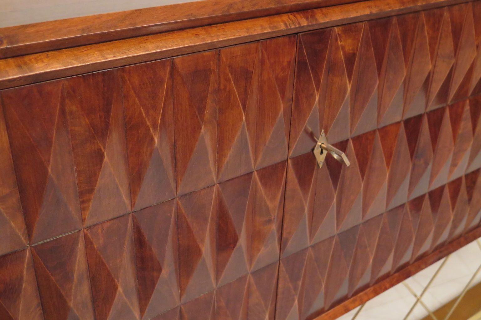 https://cdn20.pamono.com/p/z/2/7/275424_63h9wacoxz/credenza-art-deco-in-legno-di-ciliegio-italia-anni-40-immagine-6.jpg