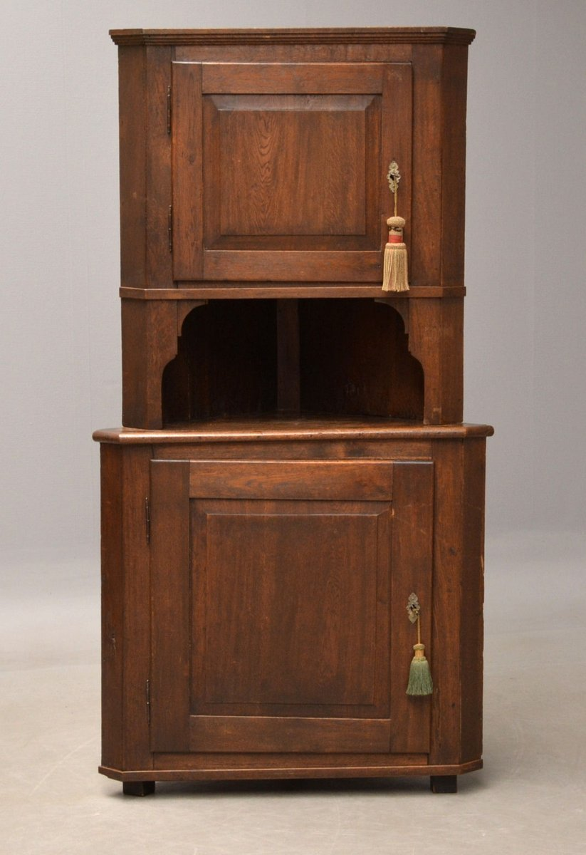 Antique Corner Cabinet in Oak - Antique Corner Cabinet In Oak For Sale At Pamono
