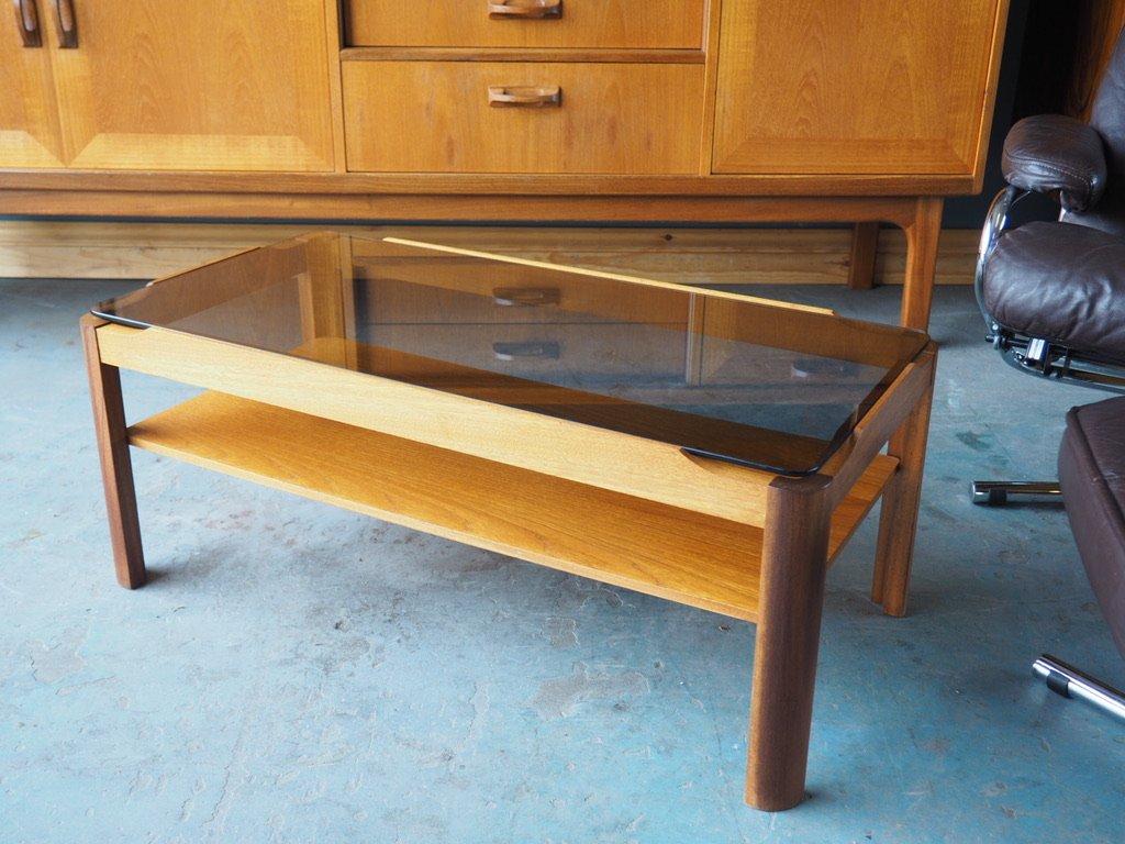 petite table basse rectangulaire vintage en teck avec plateau de verre en vente sur pamono. Black Bedroom Furniture Sets. Home Design Ideas