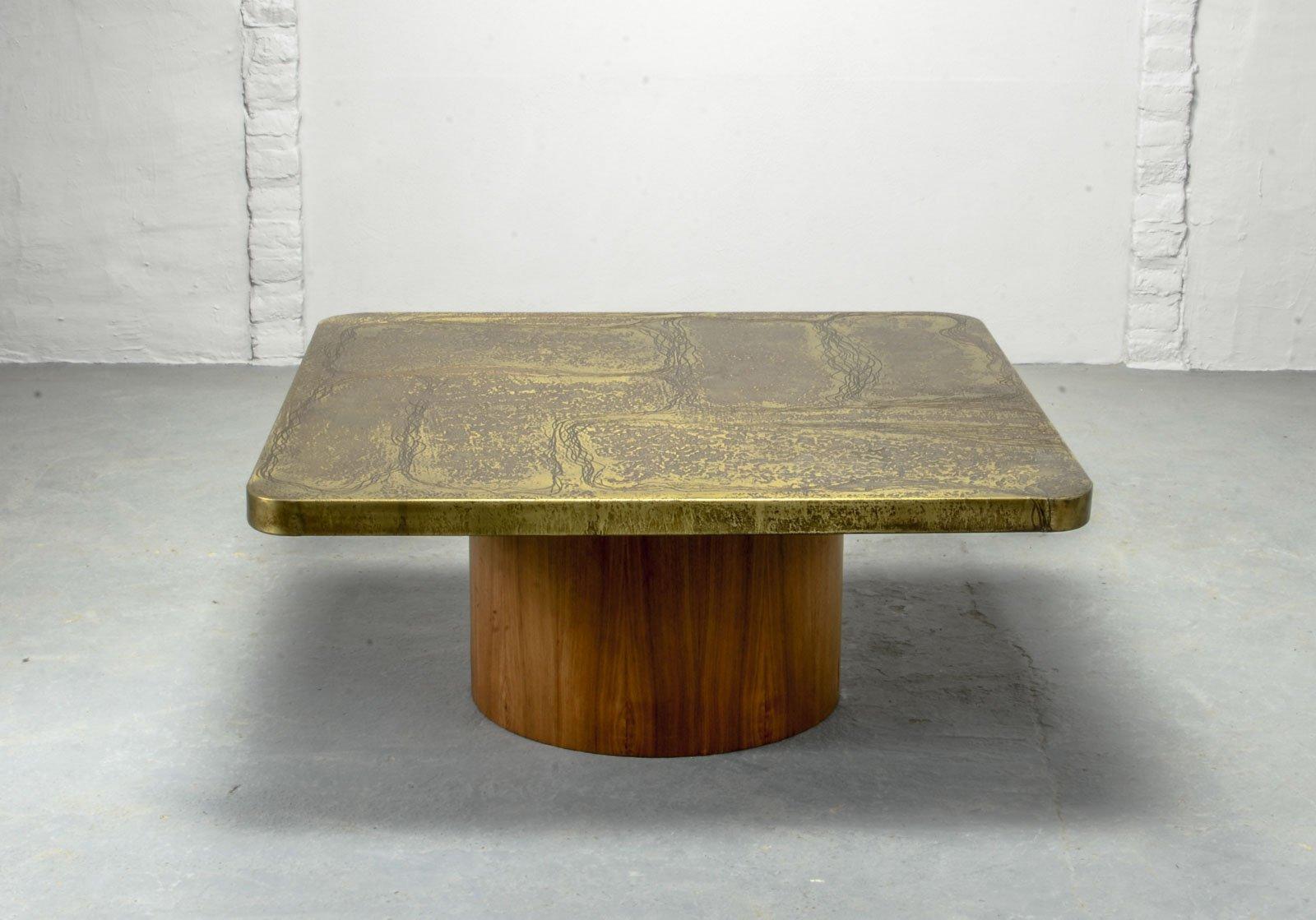 Handgearbeiteter quadratischer Tisch aus geätztem Messing mit Teak Soc...