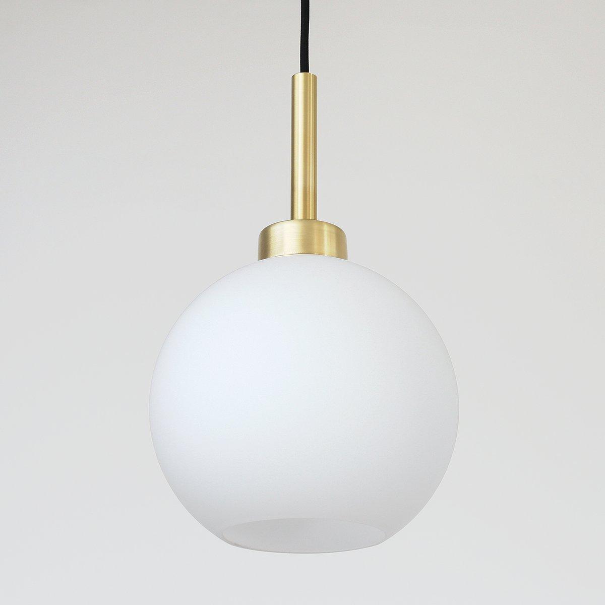 Einfache Hängeleuchte mit Glaskugel im modernen Stil von Balance Lamp