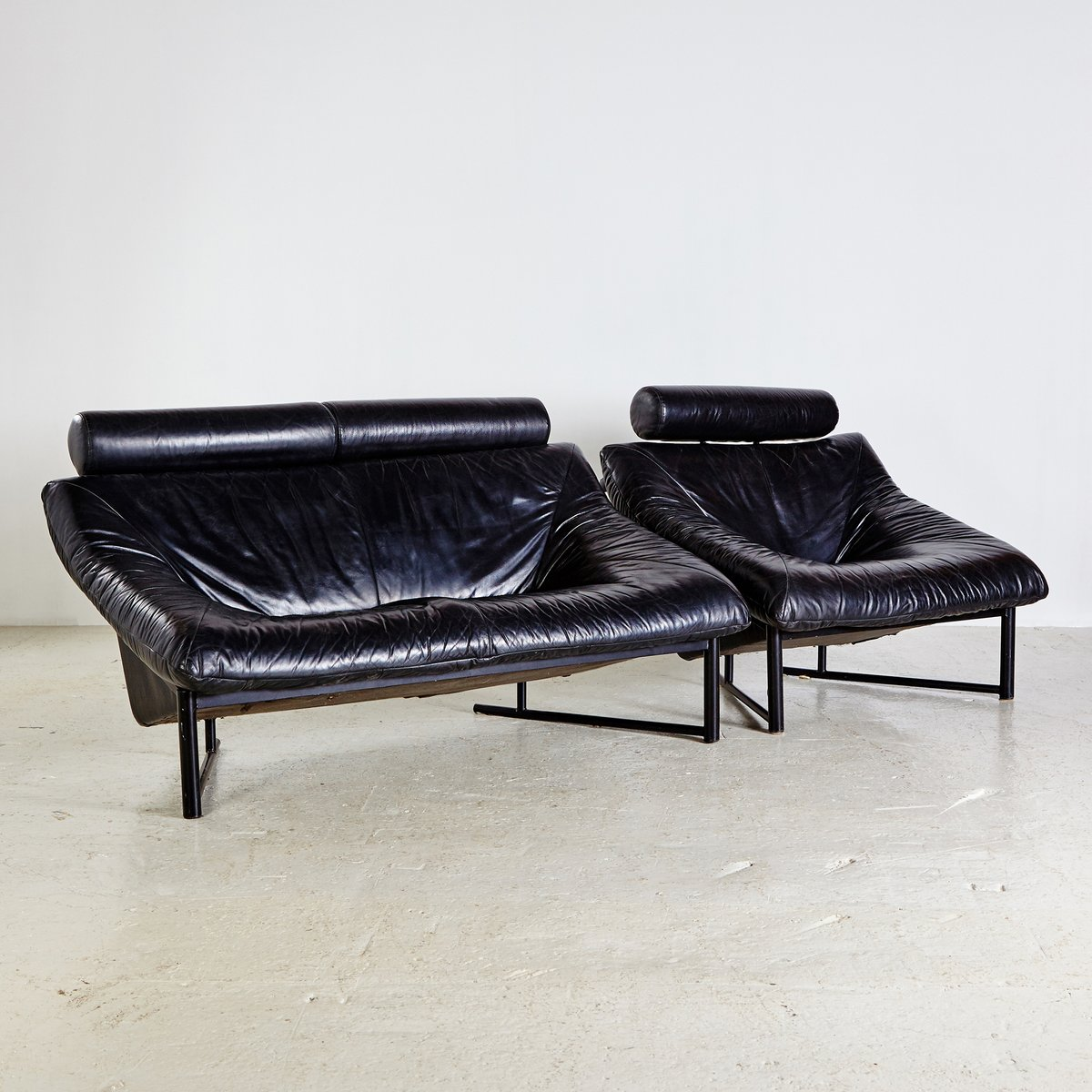 schwarzes vintage leder sofa set 1980er bei pamono kaufen. Black Bedroom Furniture Sets. Home Design Ideas