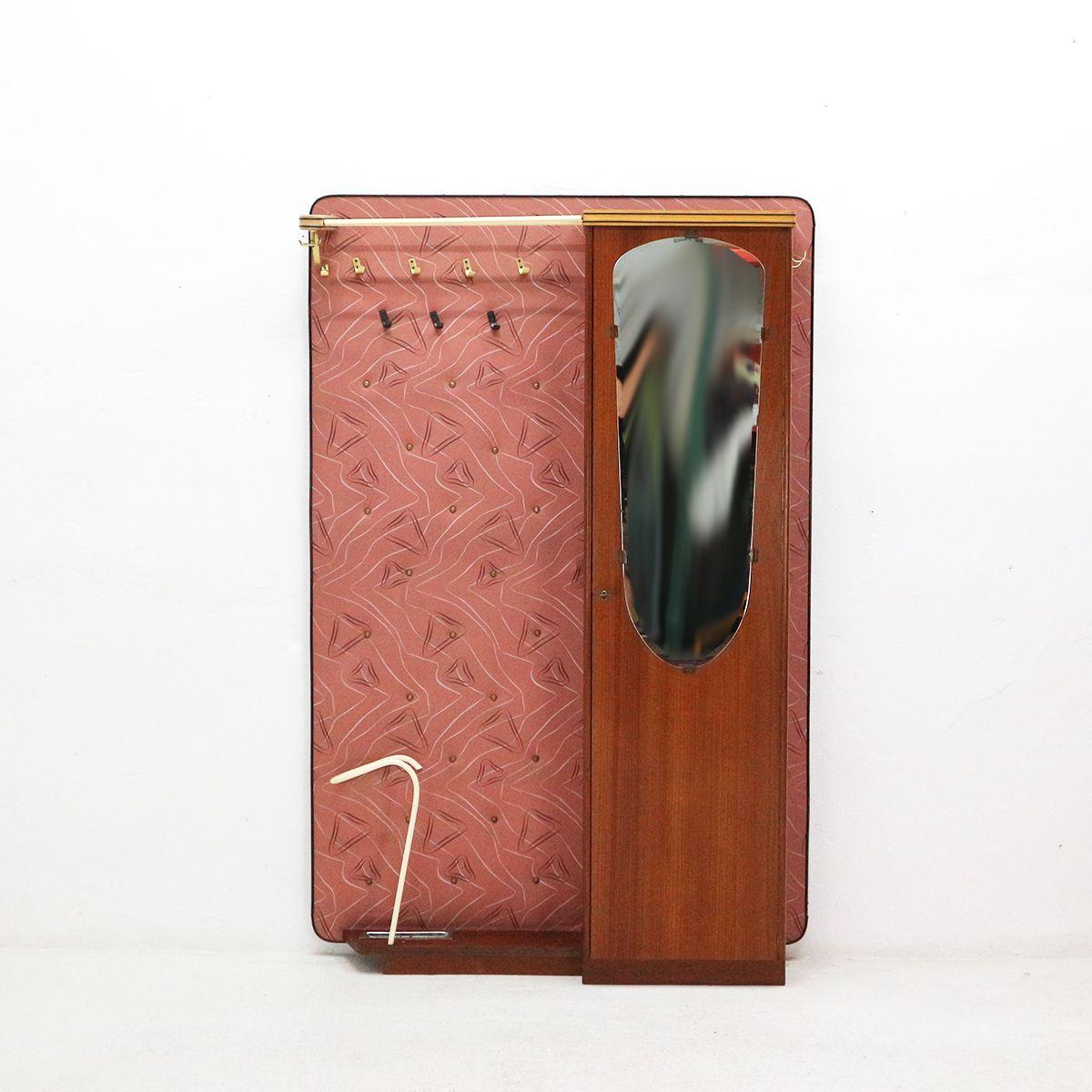 portemanteau en contreplaqu de noyer avec placard pour chaussures 1950s en vente sur pamono. Black Bedroom Furniture Sets. Home Design Ideas