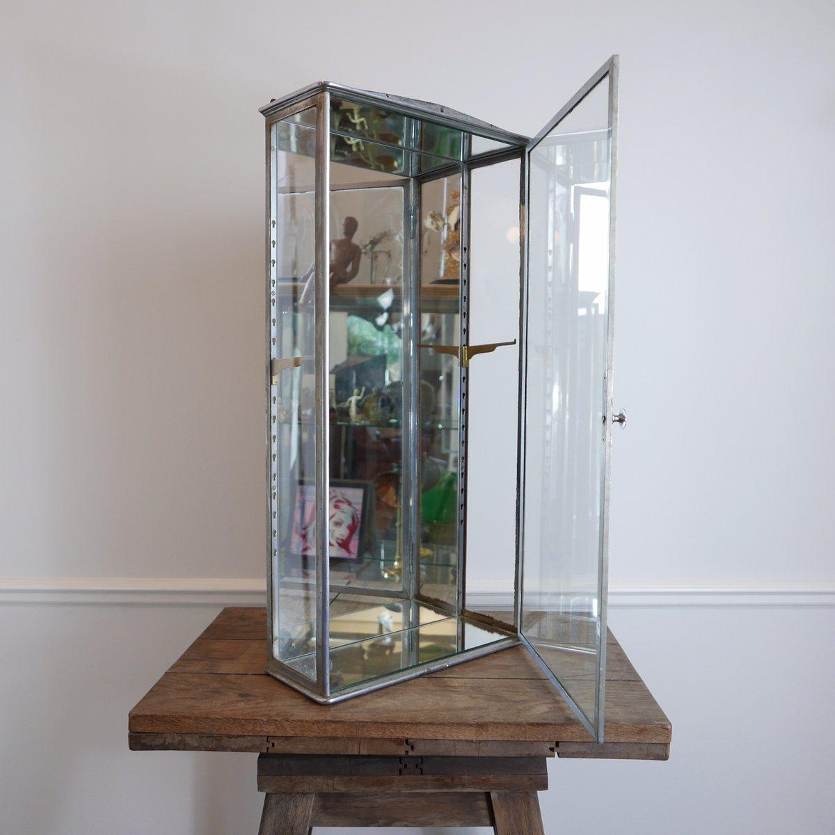 meuble avec vitrine industriel en acier 1930s en vente sur pamono. Black Bedroom Furniture Sets. Home Design Ideas