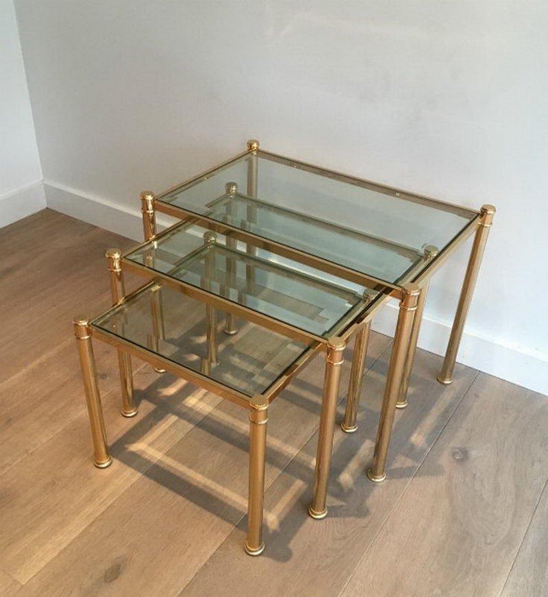 tables gigognes en laiton avec plateaux en verre teint 1970s en vente sur pamono. Black Bedroom Furniture Sets. Home Design Ideas