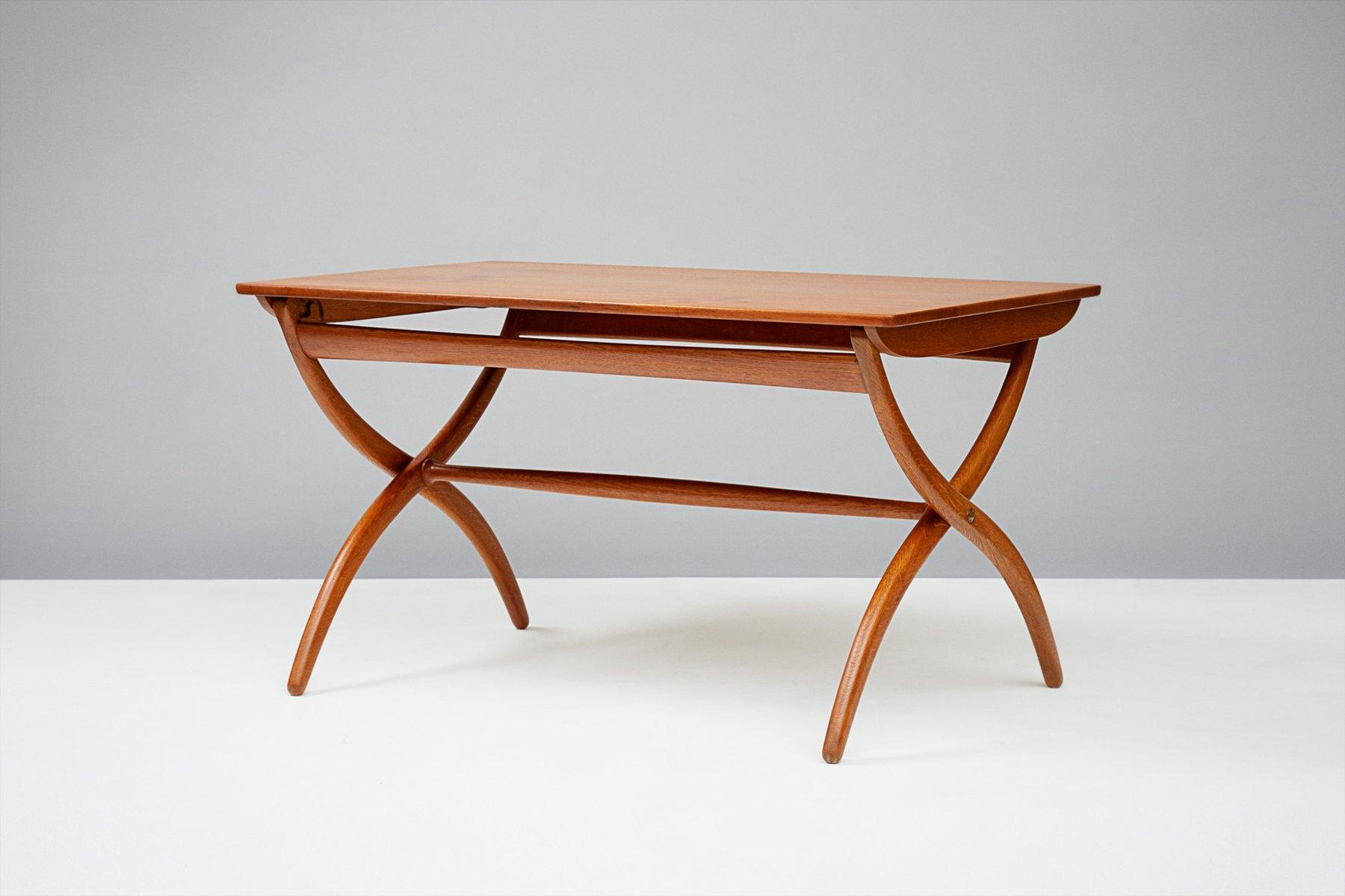 table avec pieds crois en teck et ch ne par ole wanscher pour rud rasmussen 1951 en vente sur. Black Bedroom Furniture Sets. Home Design Ideas