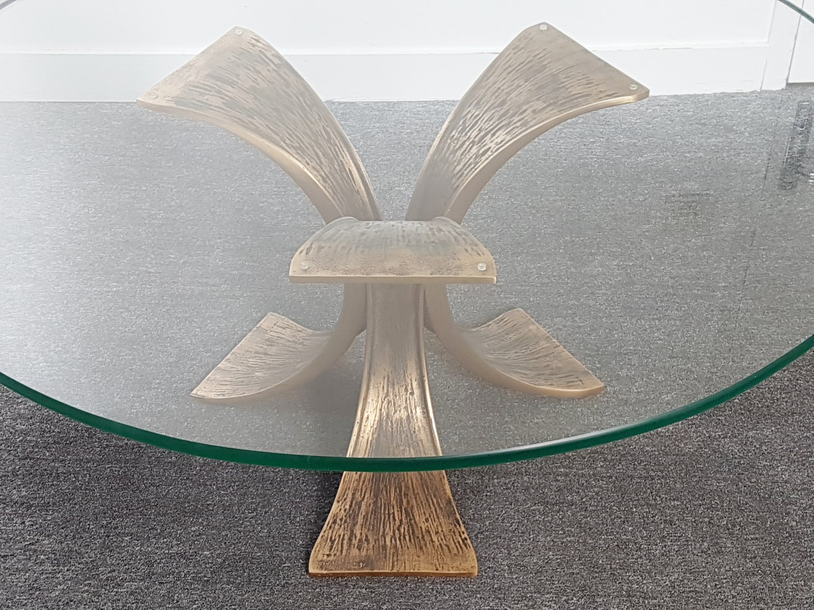 runder vintage bronze glas couchtisch 1970er bei pamono. Black Bedroom Furniture Sets. Home Design Ideas
