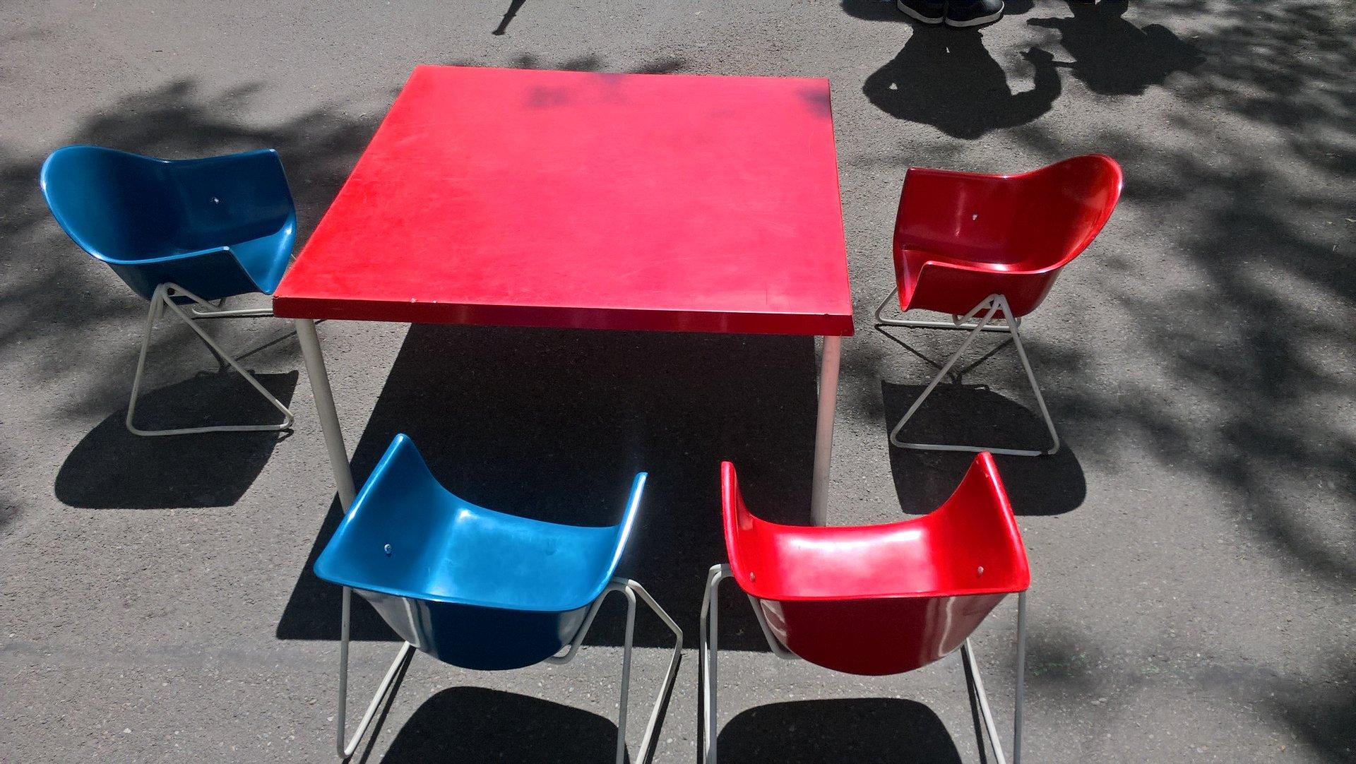 fiberglas tisch und kinderst hle von walter papst 1960er bei pamono kaufen. Black Bedroom Furniture Sets. Home Design Ideas