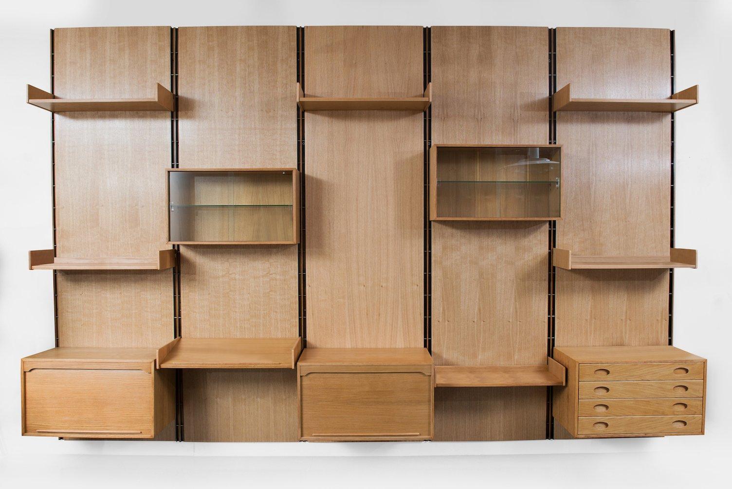 gro es eichenholz regal von gianfranco frattini f r bernini 1950er bei pamono kaufen. Black Bedroom Furniture Sets. Home Design Ideas