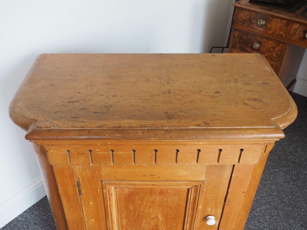 Credenza Per Piatti : Credenza per piatti antica vittoriana in legno di pino vendita