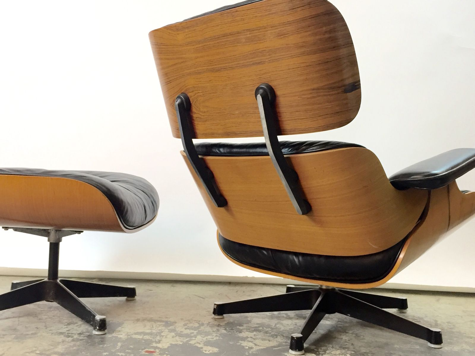 lounge chair ottoman by charles ray eames for vitra 1967 for sale at pamono. Black Bedroom Furniture Sets. Home Design Ideas