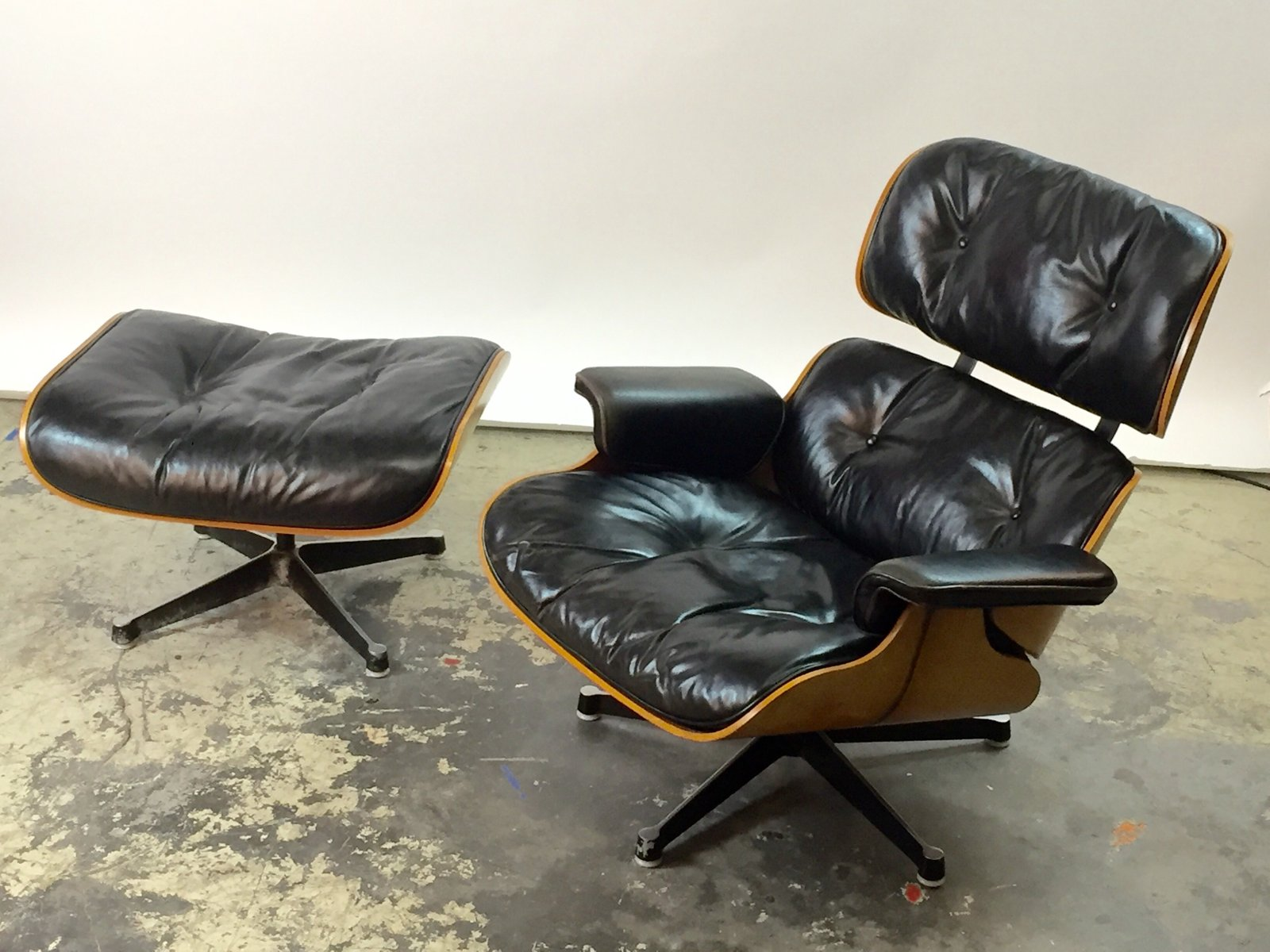 sessel ottomane von charles ray eames f r vitra 1967 bei pamono kaufen. Black Bedroom Furniture Sets. Home Design Ideas