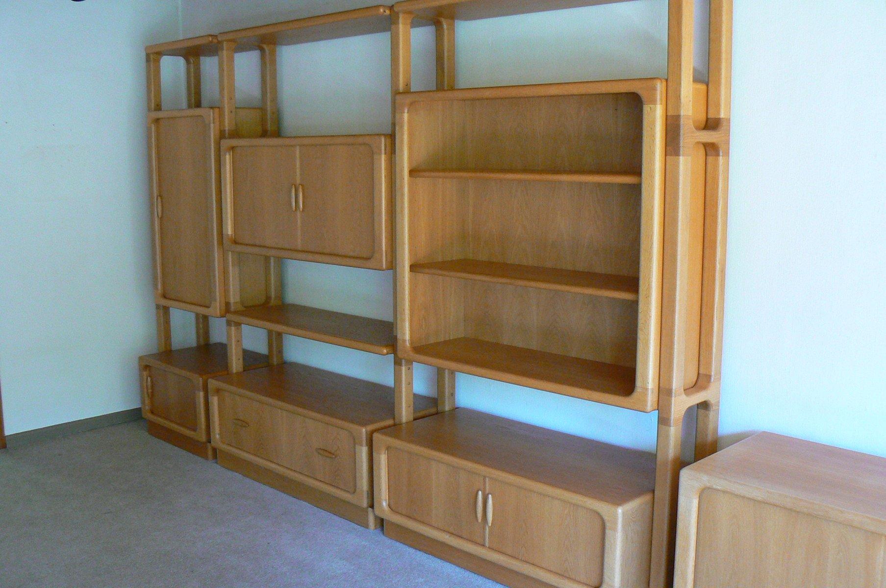 gro es eichenholz wandregal mit schiebet ren von dyrlund 1980er bei pamono kaufen. Black Bedroom Furniture Sets. Home Design Ideas