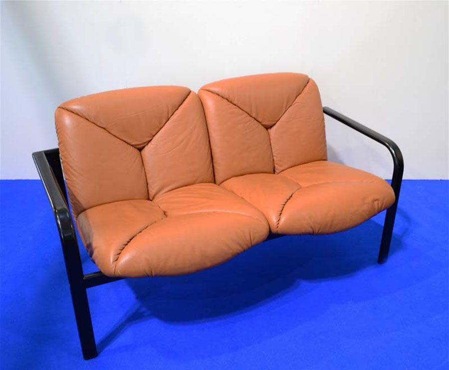 zwei sitzer sofa aus leder und bemaltem stahl von vico magistretti f r icf knoll international. Black Bedroom Furniture Sets. Home Design Ideas