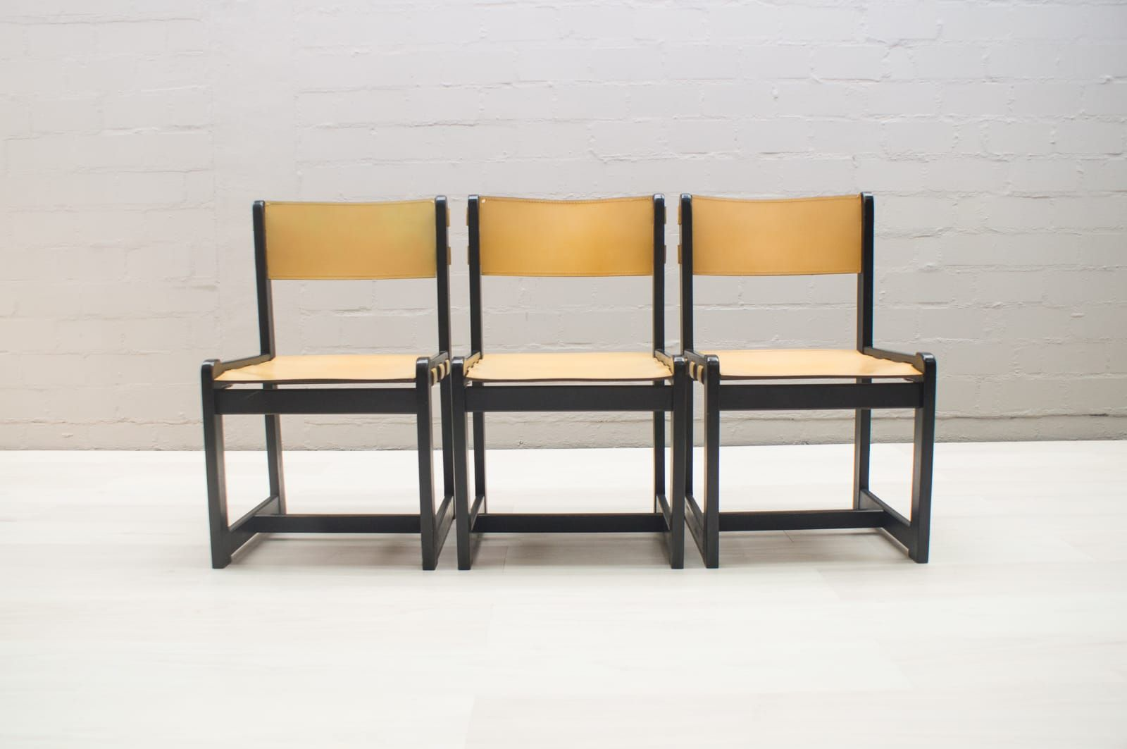 Sedie Vintage Pelle : Sedie vintage con sedute in pelle anni 60 set di 3 in vendita su