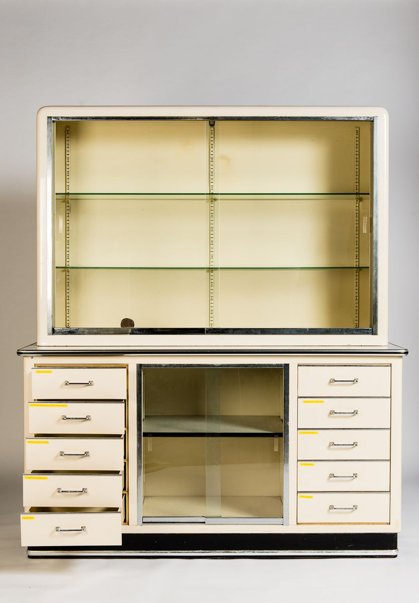 gro e vintage vitrine von baisch bei pamono kaufen. Black Bedroom Furniture Sets. Home Design Ideas