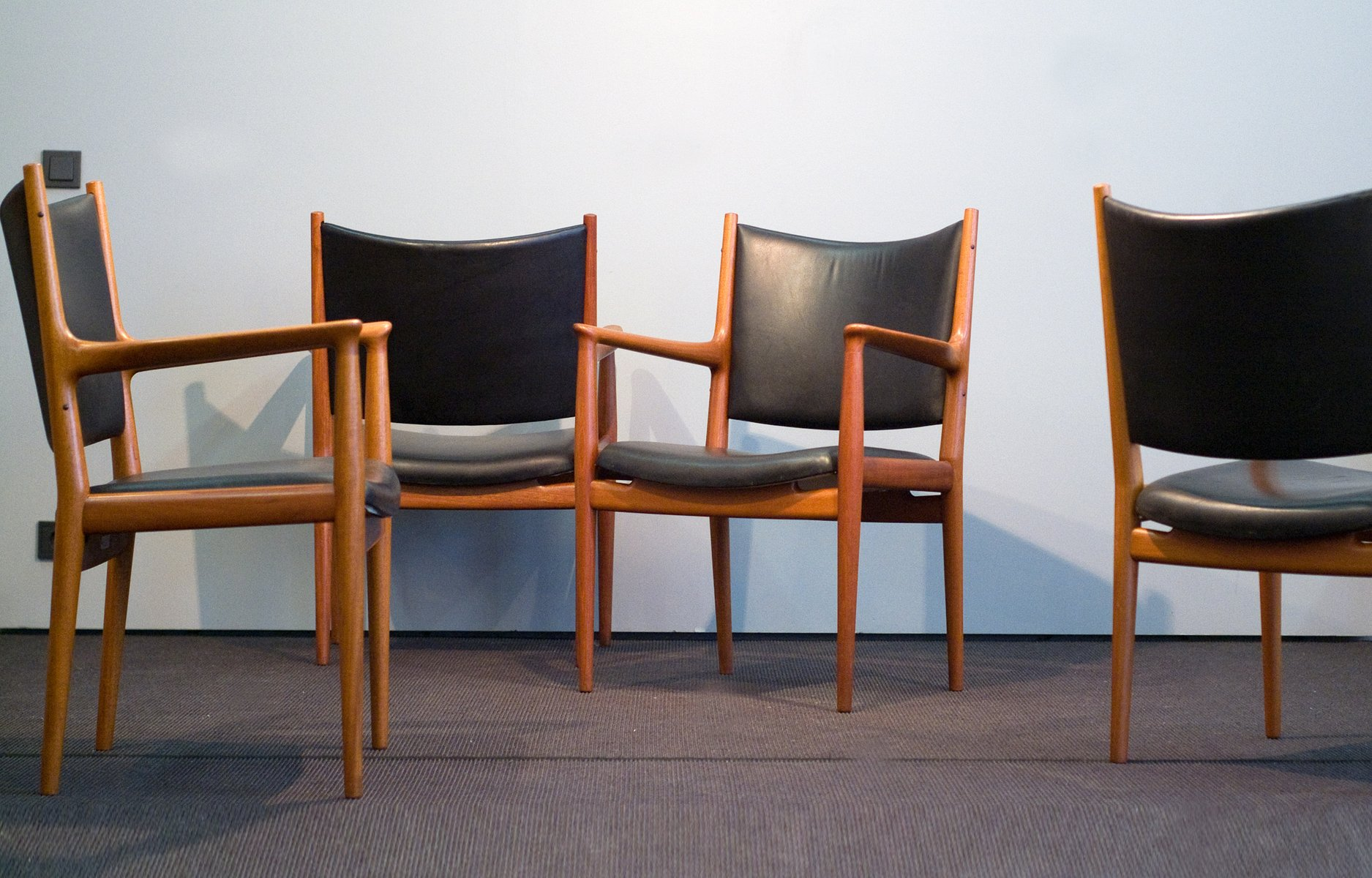 jh 513 mahagoni leder st hle von hans j wegner f r johannes hansen 1960er 8er set bei. Black Bedroom Furniture Sets. Home Design Ideas