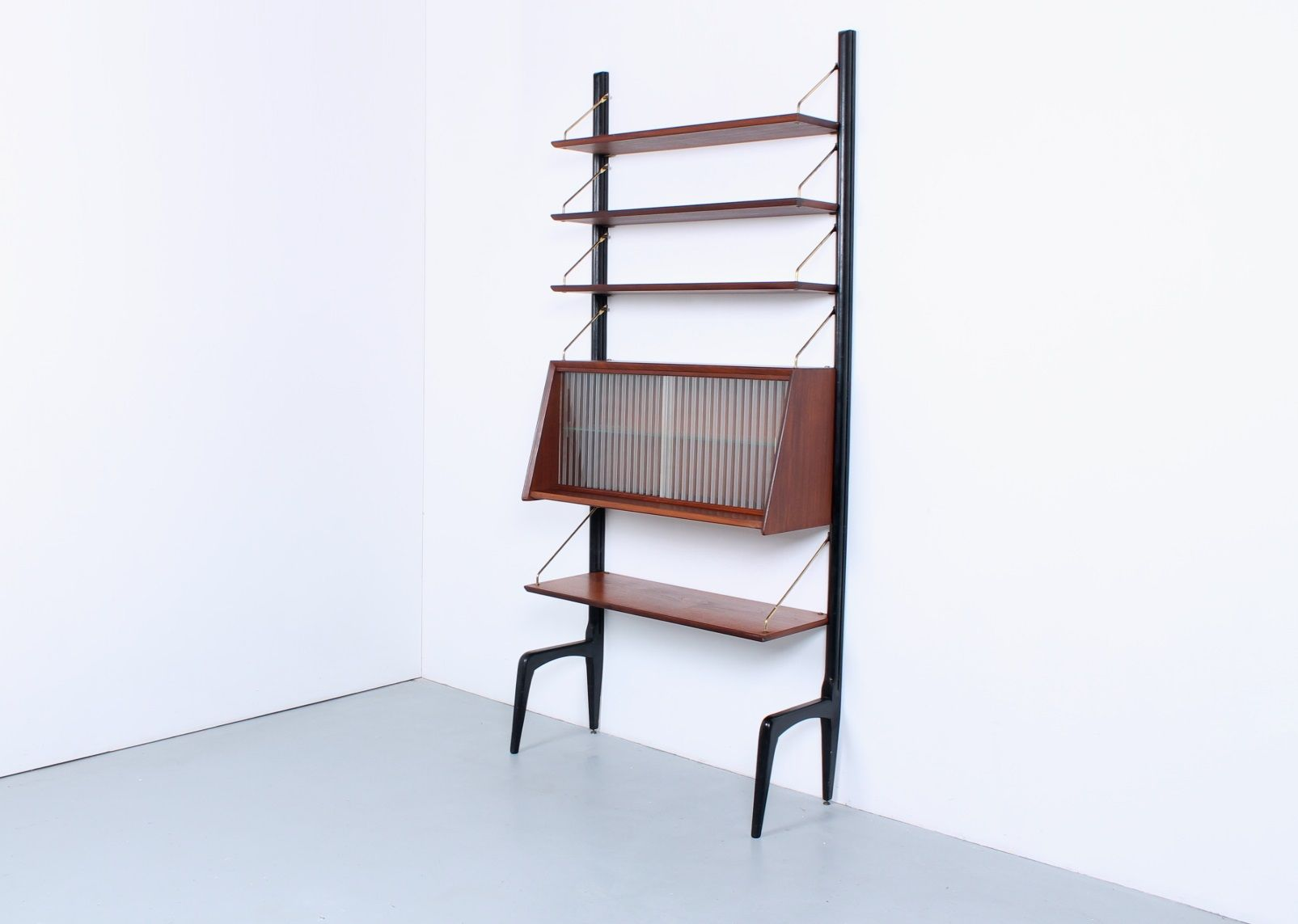 Libreria modulare in teak con ante in vetro di Louis van Teeffelen ...