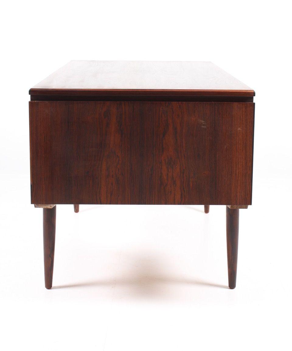 d nischer mid century schreibtisch aus palisander 1950er bei pamono kaufen. Black Bedroom Furniture Sets. Home Design Ideas